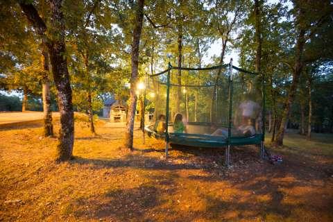 Le trampoline : pièce maîtresse de notre espace jeu !