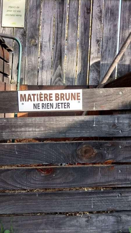 Le bac de matière brune